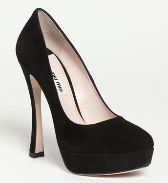 Wardrobe Basics: Black pumps