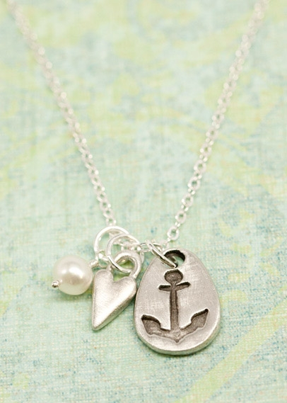 love-is-my-anchor-necklace-001