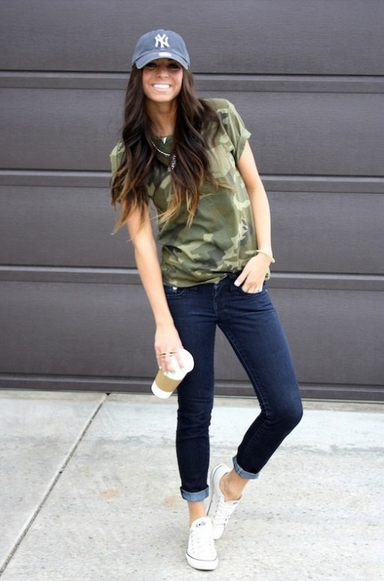 how to style a baseball hat, how to wear a baseball hat, outfit ideas with a baseball hat, spring fashion trends