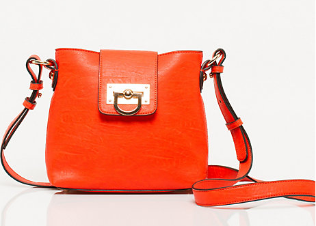 What to wear in Dubai, orange cross body bag