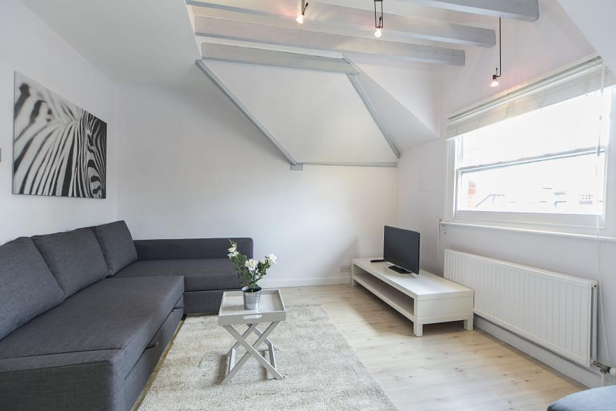 Only have 48 hours in London? Here are The Best Places to Visit in London, and where to stay. This FG Properties unit in Kensington in London is beautiful
